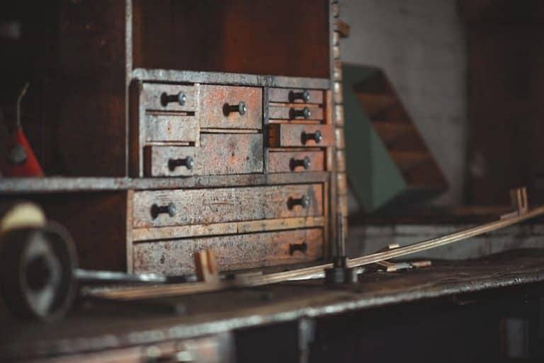 vintage kommoden zeichnen sich durch abgenutztes holz dadurch verleiht sie dem raum charakter quelle pexels pixabay com