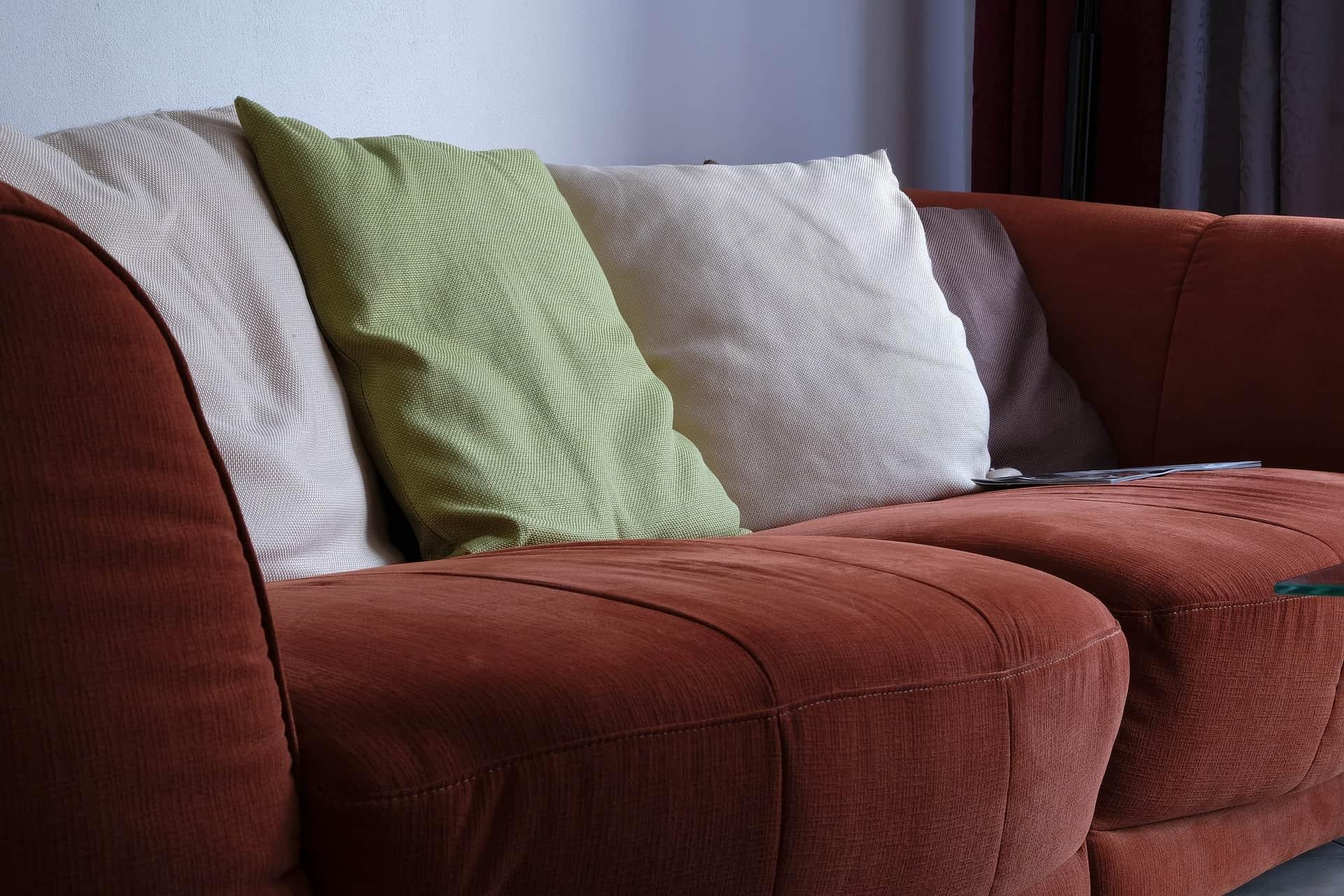 Polster reinigen: Tipps und Tricks