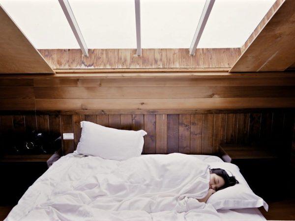 Bett für Dachschräge: Test & Empfehlungen (01/20)
