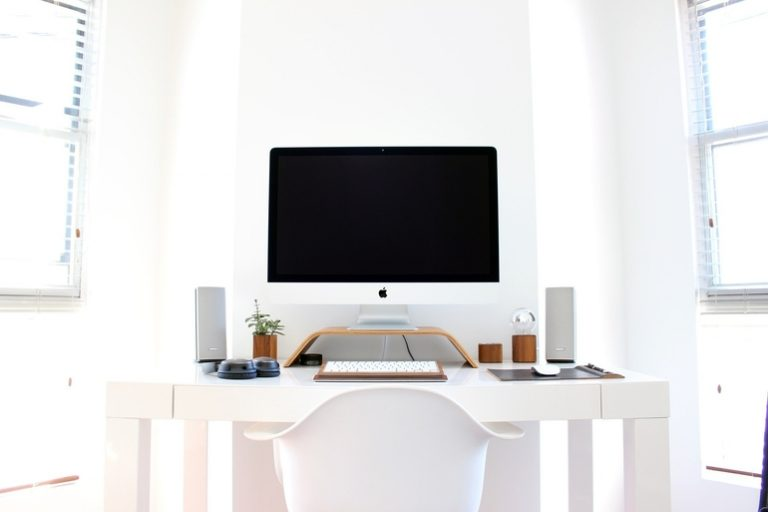 Höhenverstellbarer Schreibtisch-1