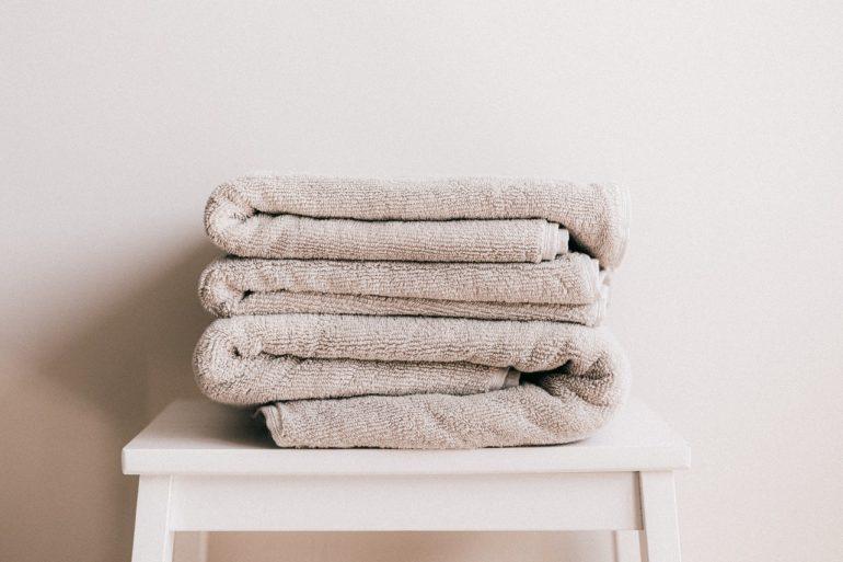 Ablage für Handtücher im Bad