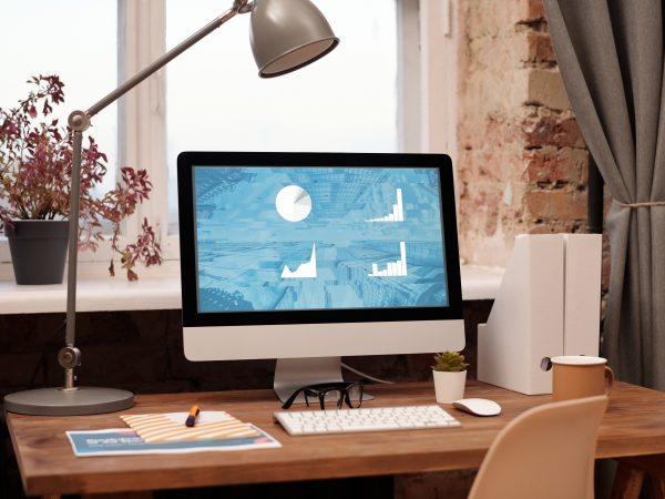 Mit einer LED-Lampe kann bis zu 90 Prozent Energie im Gegensatz zu einer gewöhnlichen Glühbirne gespart werden. Bildquelle: Mikael Blomkvist /pexels