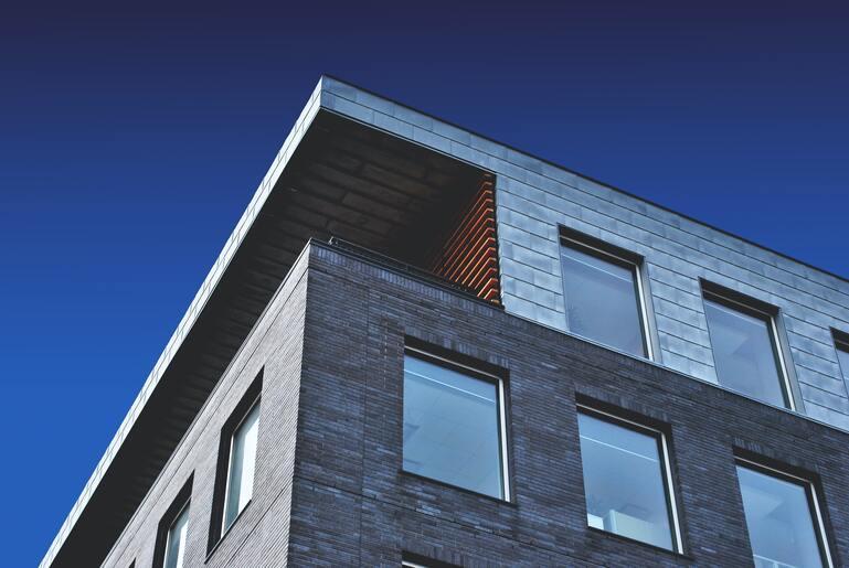 Ein Haus mit Balkon